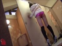 ミニスカ×黒ニーソのカワイイ女子がトイレで襲われガムテープでwww