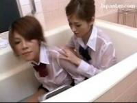 レズ 女子校生2人が制服のままお風呂でローションまみれでヌルヌルレズプレイ