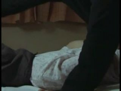 奥さん声出すな! 自宅に侵入してきたレイプ男に感じてしまう団地妻 ヘンリー塚本