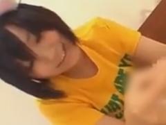 童顔の痴女による手コキと生足コキでザーメンを絞り取られるM男動画