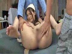 美女ナースが変態患者にマムコを弄られ大失禁しながら3Pファックされる