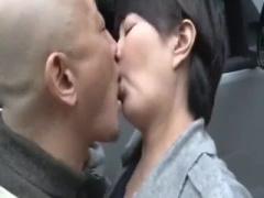 夫が刑務所勤めで寂しいのぉ 五十路ながらもスタイル抜群な熟女が性欲を抑...