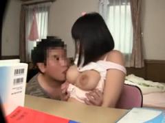 家庭教師 勉強そっちのけで巨乳の教え子の乳首に吸い付くセクハラ家庭教師