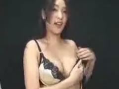網タイツ痴女の素股や手コキ、フェラで強制射精させられるM男動画