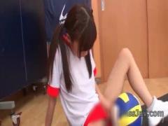 バレー部員女子校生のオナニー動画。ブルマをずらして自分で慰める。