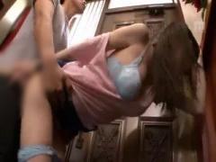 玄関で童貞弟に即ハメされて高速ピストンでイかされ続けるスレンダー美少女