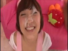 美少女アイドルの顔をくっさいザーメンで汚していく
