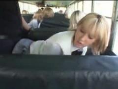 JKフェラ抜き 外国人jkたちのスクールバスに乗ってしまった男はとある金髪...