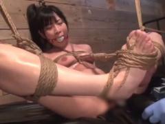 緊縛奴隷 座禅縛りで閉じられない股間をクスコと電マで弄られる激カワマゾ!