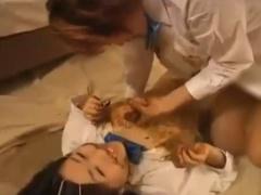 制服女子校生たちがスカトロレズプレイで食糞しながら体中に塗糞しまくる!...