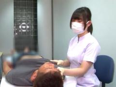 CFNM ゴム手袋で感じてるんですかあ? 白衣の歯科衛生士さんが施術中にM男...