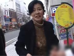 人妻ナンパ 長野県の素人奥様 土下座ナンパで潮吹きアクメ 顔面射精3連発 ...