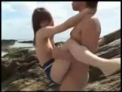 可愛い美少女さんがスク水姿のまま海で野外セックス