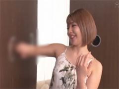 渋谷のギャル女子大生が壁ち○ぽの手コキフェラ抜きに挑戦!