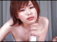 短髪お姉さん松野ゆいが男根をしゃぶる動画
