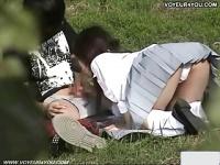 ピクニックの最中に勃起した彼氏をフェラ抜きして上げる優しいJK