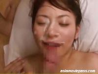 お姉さん藤浦めぐが男根を手コキする動画