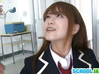 制服姿のお姉さん吉沢明歩が男根をしゃぶる動画