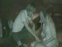 無修正! 発情カップルが夜の公園で結合部分丸出しで青姦している所を隠撮