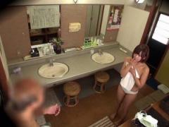 罰ゲーム ここは男性用ですよ♂ おちんちんだらけの男湯にタオル1枚で入る ...