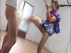 空手美女が浴衣姿で金蹴りや金玉正拳突き