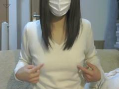 ライブチャット ノーブラお姉さんが服の上から乳首をコリコリえろ配信! !