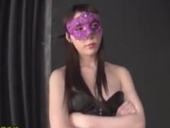 ボンデージ痴女に全身拘束顔面騎乗手コキ攻めされるM男の動画