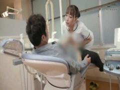 手コキ 美人でエロい巨乳の歯科衛生士お姉さん、蓮実クレア の手コキバッ...