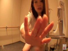 素人お姉さんトイレでマジオナお股の割れ目に指ハメオナニー 素人お姉さん...
