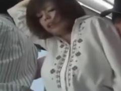 ベビーカー持ちの巨乳人妻にバスでフェラさせる痴漢師動画