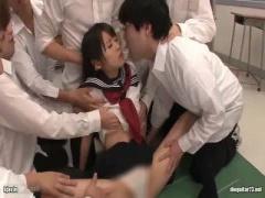 学年一の美少女がクラスメイトの男子に輪姦され処女を喪失!