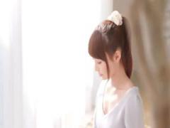 透明感抜群でかわいらしくて、清楚系な19歳の現役女子大生がAVデビュー! ...