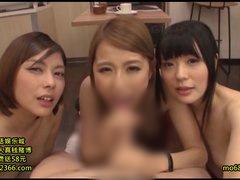 カフェで可愛らしいお姉さんたち3人がチンポしゃぶってくれて射精させてく...