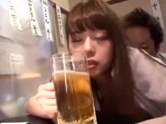 うわぁ~パンツまでビシュビショじゃねえか ^^ 立ち飲み居酒屋大事故発生⇒...