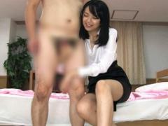 リクルートスーツ姿の綺麗なお姉さんの洋服を脱がさない完全着衣セックス! !