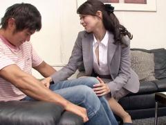 大人の色気がムンムンな生保レディが熟年の枕営業で男性顧客から契約ゲット