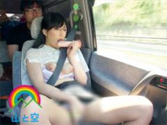車内でオナニーする人妻の露出ビデオ