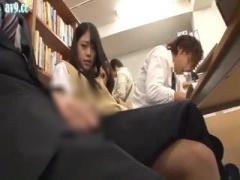 図書館で彼氏と一緒に勉強してるJKを狙ってこっそりハメちゃう