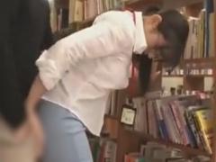 図書館で真面目そうなメガネ司書をバイブ痴漢&レイプ動画