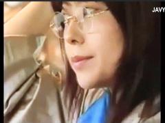 ヘンリー塚本 これは危険なメガネのインテリ熟女は淫乱オメコ! バスで痴漢...
