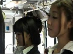 巨乳レズ痴女がバスでターゲットにした可愛い娘をペニバンでレイプ!