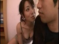 スレンダー美熟女のキス乳首サワサワからのチクビ舐め手コキ責め動画