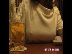 変態すぎる露出狂女が居酒屋で巨乳おっぱいをガチ露出!