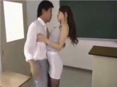 先生のお尻を抱きたくて我慢できなくなった生徒のエロい願望を叶えてあげ...