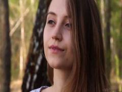 無修正外国人美少女 外国田舎の素朴パイパン白人美少女が開放的に全裸森林...