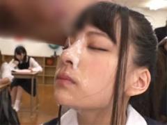 授業中のJKの顔にザーメンぶっかけ顔射