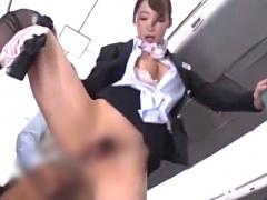 私の危険日マ○コ…ご堪能くださいぃ… 機内で客に中出し性交サービスする巨...