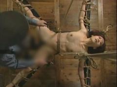 SM拷問中出し 女体検体は真性ドMなので拷問されると陰部性器をグジュドロ...