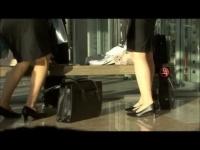 パンチラ盗撮動画 タイトスカートで就職活動中の女子大生がパンチラ連発し...