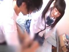 ファン宅訪問 ミニ系女優が制服姿で部屋に訪れパンツ脱いでノーパン制服着...